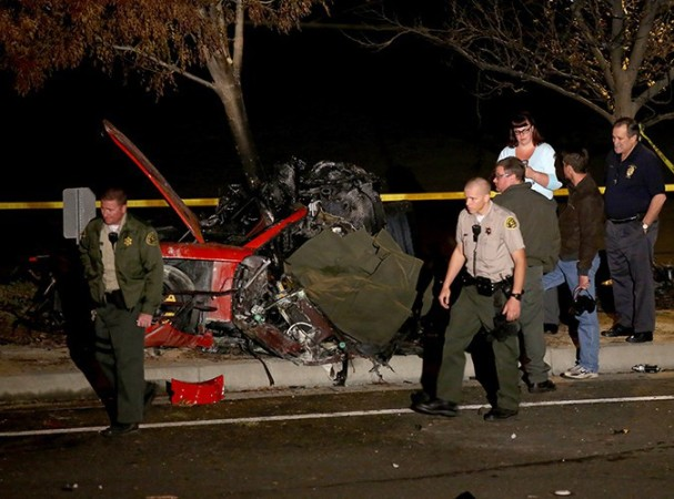 Scene-de-l-accident-violent-qui-a-cause-la-mort-de-Paul-Walker-et-de-Roger-Rodas-le-30-novembre-2013-a-Los-Angeles_portrait_w674