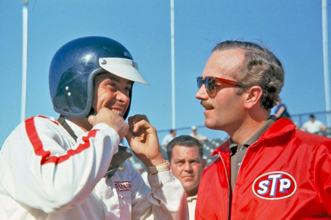 012 Jim Clark(left) with Colin Chapman at Indianapolis 2