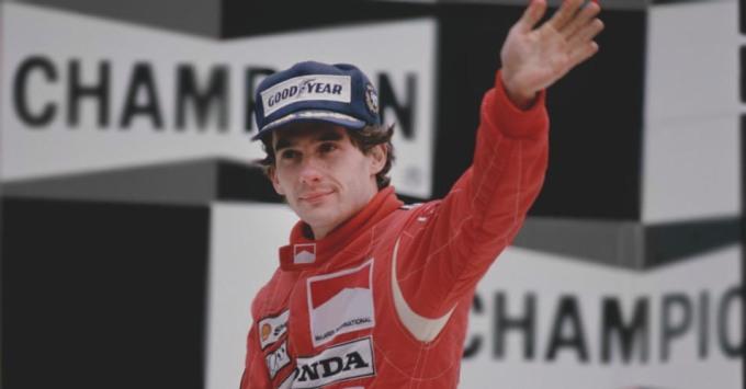 a-exposicao-senna-emotion-traz-varias-imagens-do-piloto-como-essa-que-o-mostra-no-podio-do-gp-da-belgica-no-autodromo-de-spa-francorchamps-quando-ganhou-o-primeiro-lugar-em-1989-1340146598085_956x500